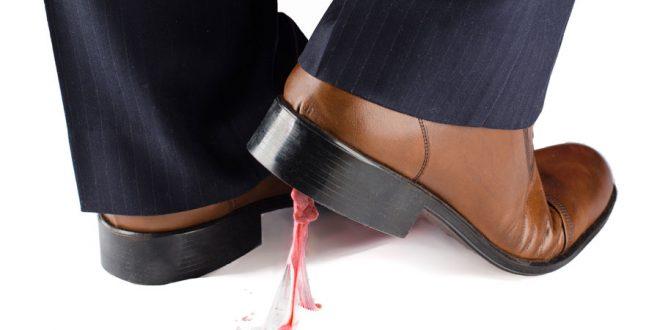Como quitar un chicle del zapato