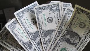 El dólar baja a $15,26