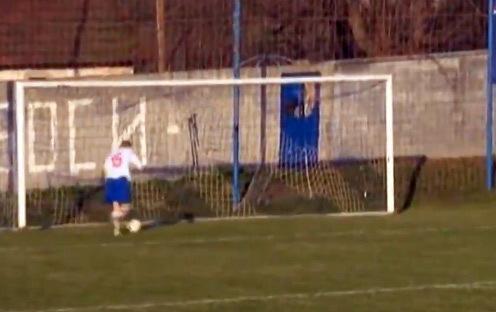 Video : erra un gol desde la línea del arco