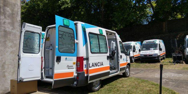 Salud entregó 38 ambulancias y 1.000 computadoras a seis provincias