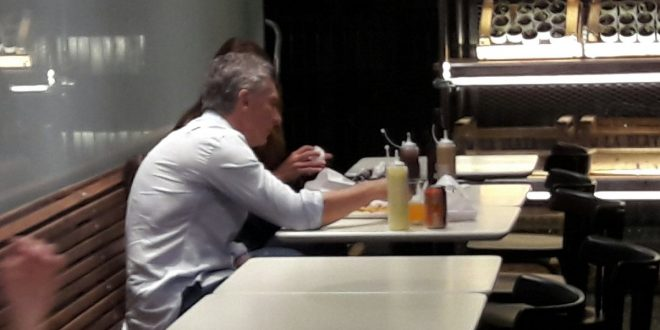 Macri y Awada comiendo en el restaurant Carne de Olivos