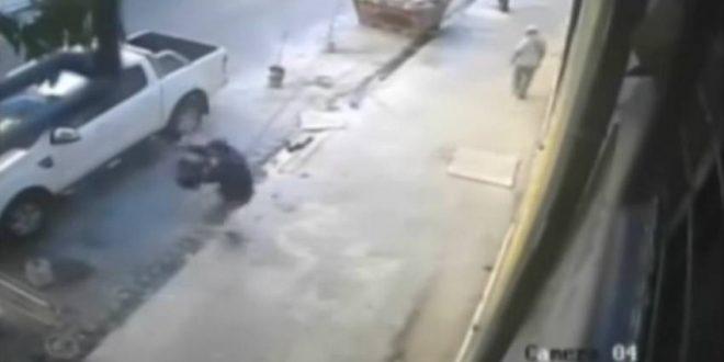 Video: Se resiste a los tiros a un intento de robo