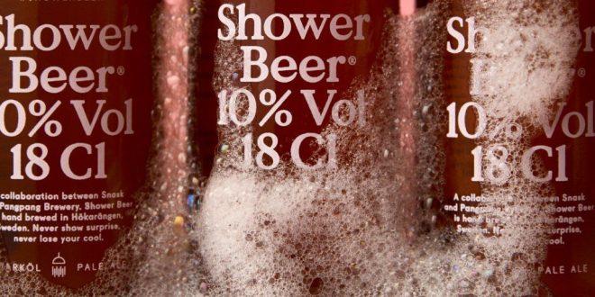 Lanzan una cerveza para tomar en la ducha
