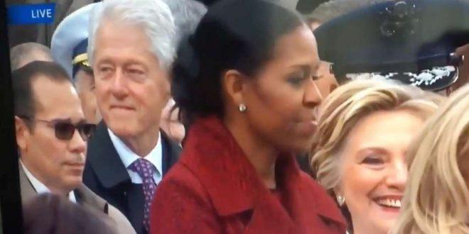 Video: Hillary atrapa a Bill Clinton infraganti mirando a Melania Trump. Mira lo que paso