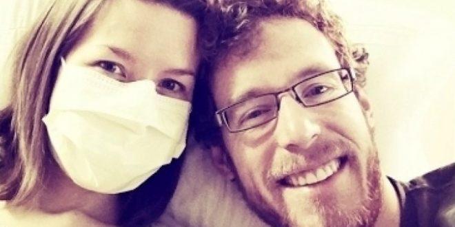 No puede estar cerca de su esposo porque es alérgica a el