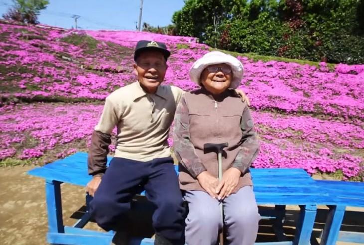 Planto un jardin de flores solo para que su esposa ciega las pudiera oler.