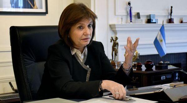 """Patricia Bullrich: """"Si cortan una vía nacional se despeja"""""""