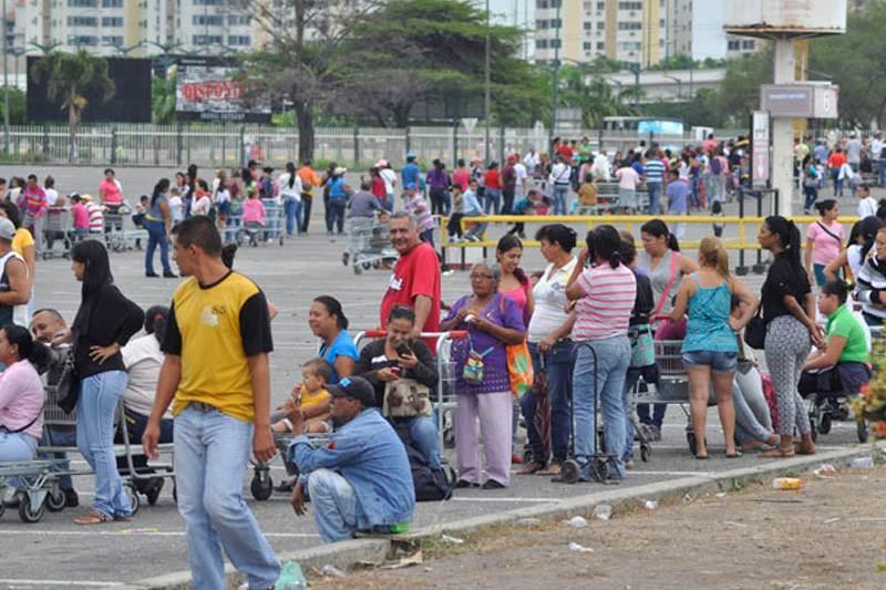 Image result for venezuela las colas para supermercados 2017