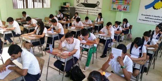 5 de cada 10 jovenes que terminan el secundario no comprenden texto y 7 de 10 no manejan matemática básica