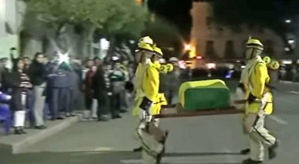 Video: Llevaban un urna con restos de Ladislao Cabrera Héroe de la guerra del Pacífico pero mira lo que ocurrió