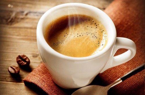Porqué una café te hace ir al baño en la mañana