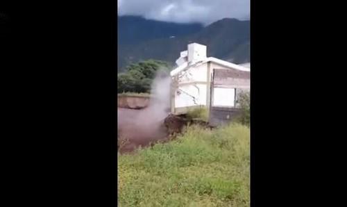 Video: El río destruye casa de conocido folklorista