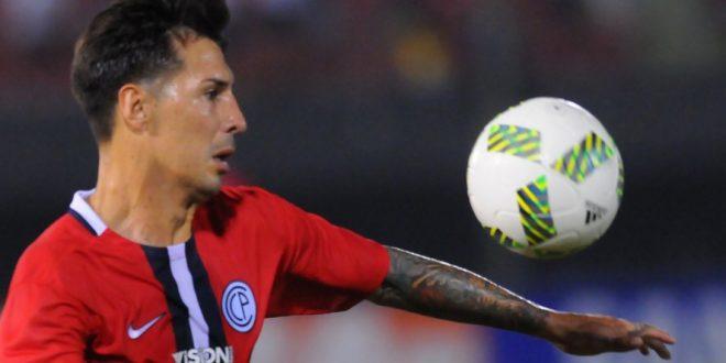 Acusan de violación a un famoso ex jugador de River y Boca