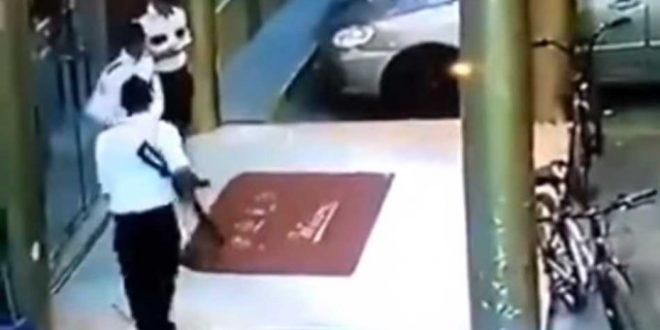 Video: Quiso asustar a compañero con su fusil y lo mató de un tiro