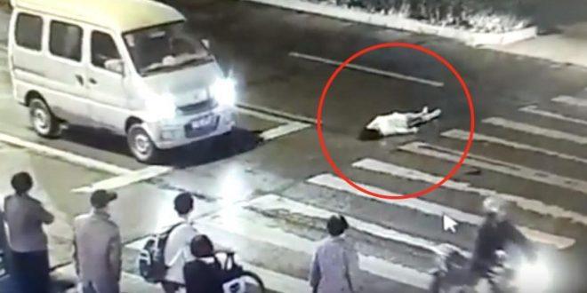 Video indignante : Una mujer es atropellada dos veces, muere y nadie la ayuda