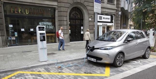 En Francia ya planean dejar de vender autos que funcionen a nafta y diésel