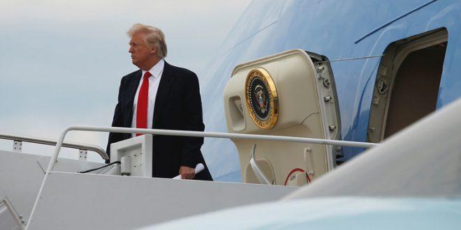 Increible ! Trump se pierde de camino a su limusina desde el avion.