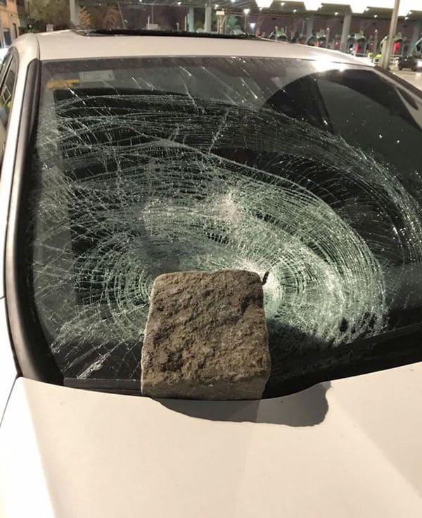 Ataques con piedras en la autopista 25 de Mayo
