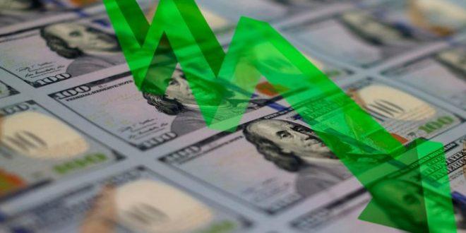 El dólar retrocedió a $17,94