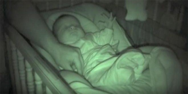 El video del bebé sonámbulo