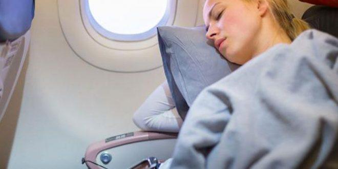 ¿Por qué siempre hace frío adentro del avión?