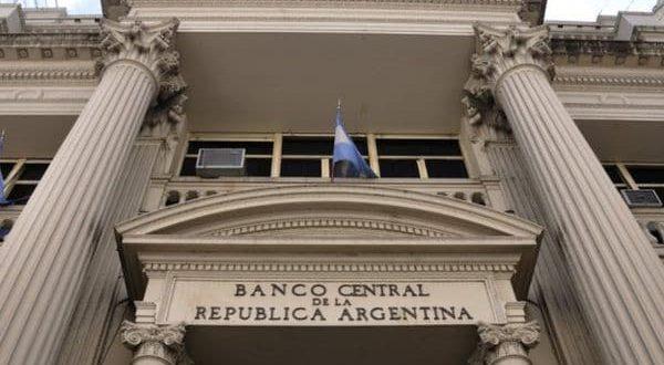 El Banco Central sube las tasas para contener inflación