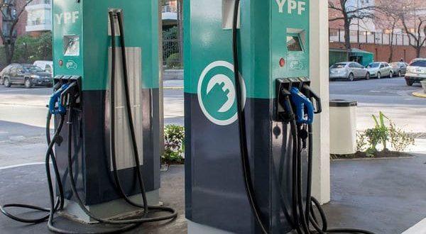 YPF ya instalo los primeros cargadores para autos eléctricos en estaciones de servicio