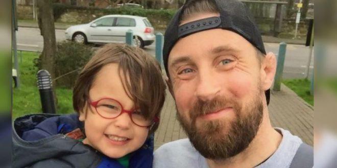 Tras la muerte de su hijo de 3 años escribió 10 reglas que todo padre debería seguirlas al pie de la letra