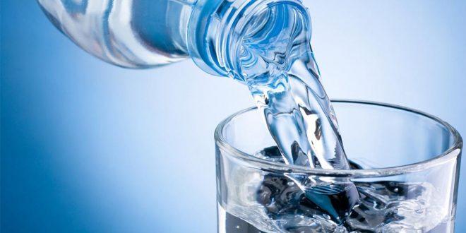 ¿Cuánta agua deberías tomar por día?