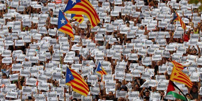 Cacerolazo contra la intervención de Rajoy sobre Cataluña
