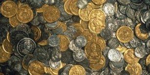 Encuentran cientos de monedas de la Antigua Roma mientras jugaban a la búsqueda del tesoro