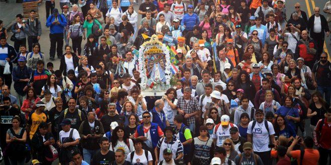 Masiva peregrinación a pie a Luján