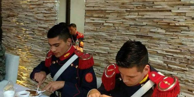 Macri dio la orden que los Granaderos no lleven más viandas sino que almuercen en el mismo comedor donde lo hace él