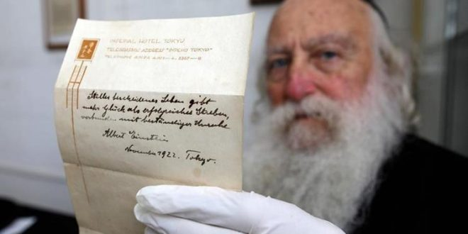 Millonaria subasta por manuscrito sobre felicidad de Einstein