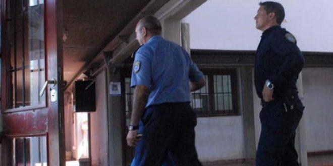 Maestra descubrió y desenmascaró a un padre que violaba a su hijastra
