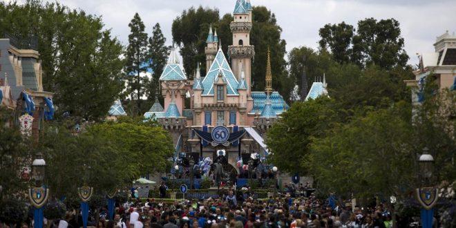 Apagón obliga a evacuar el parque de diversiones en Disney