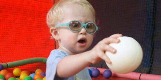 Le robaron en un vuelo de Aerolíneas Argentinas los lentes especiales que necesita para ver