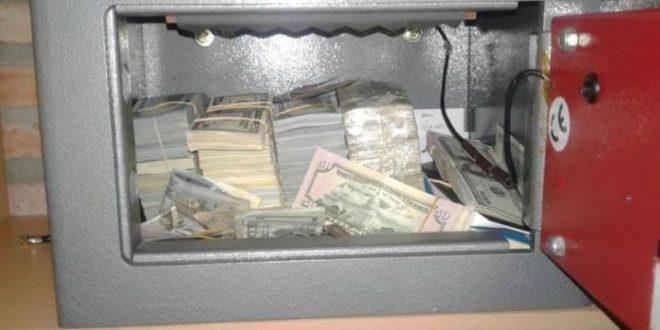 Detuvieron a un sindicalista K con 500 mil dólares en efectivo en su casa