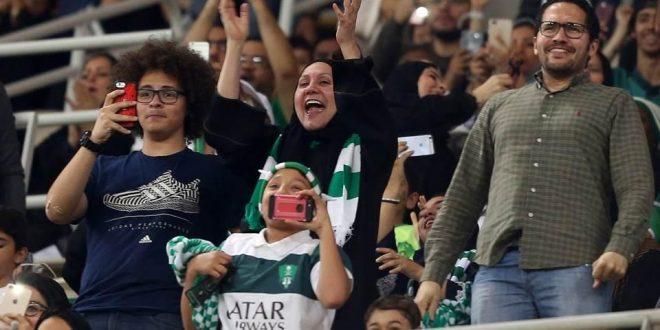 Las mujeres asisten por primera vez a un partido de fútbol en Arabia Saudita