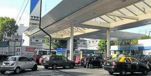 YPF quiere que los combustibles se cobren distinto según barrio y horario