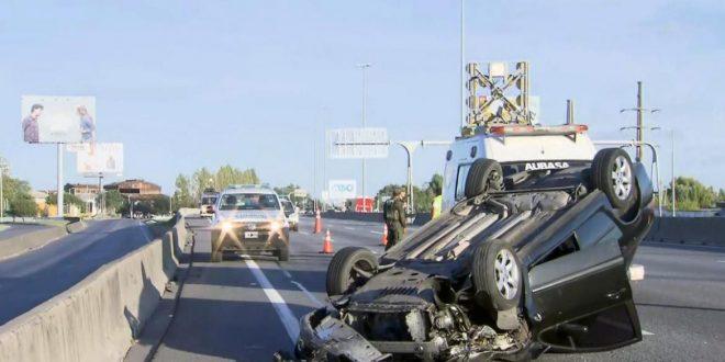 Choque y vuelco en la autopista Buenos Aires-La Plata