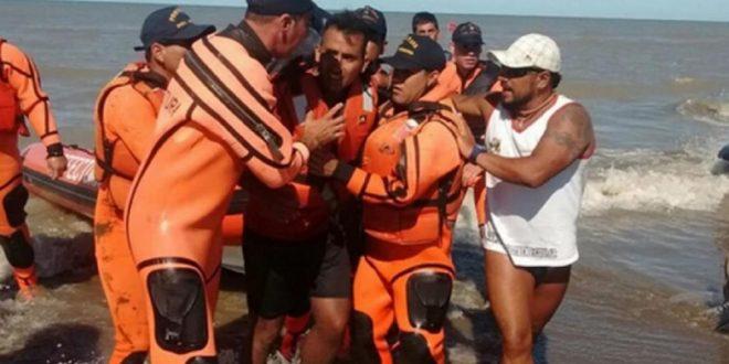 Rescataron a un kayakista que estuvo a la deriva durante 2 días en el mar
