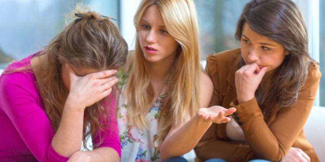 Escuchar a personas que siempre se quejan te quita energía