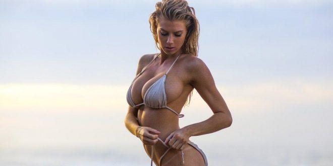 Charlotte McKinney, la bomba de los topless
