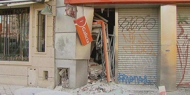 Delincuentes explotaron un cajero automático en Ramos Mejía