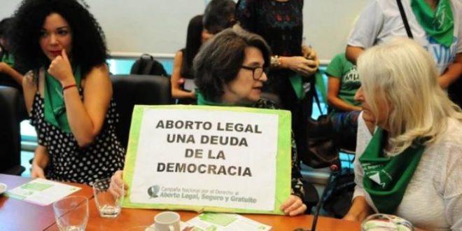 Diputados y referentes feministas presentaron el proyecto de aborto legal