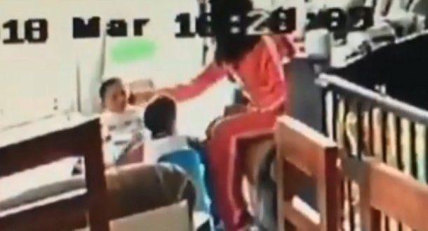 Video : Niñera pateando y golpeando a dos hermanos gemelos