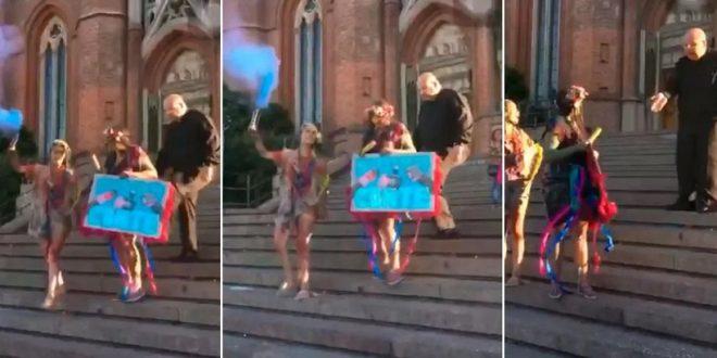 Video: Un cura le pega una patada a una chica que festejaba su recibida en la catedral de La Plata