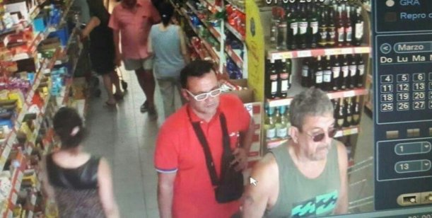Video: Ladrón apuñaló al cajero de un supermercado