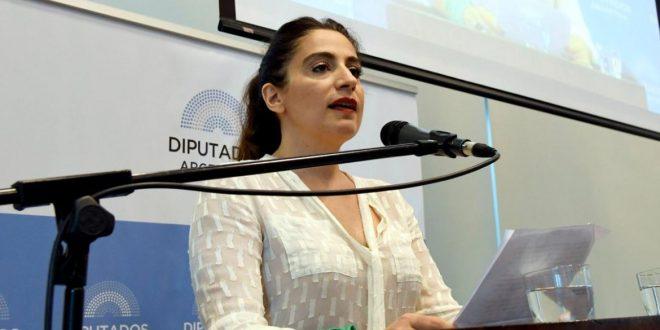 Muriel Santa Ana reveló en Diputados detalles de cómo se practicó un aborto